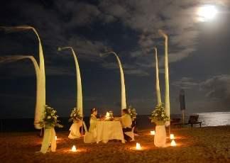 Romantic diner at the beach