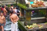 People taking bath in Tirta Empul